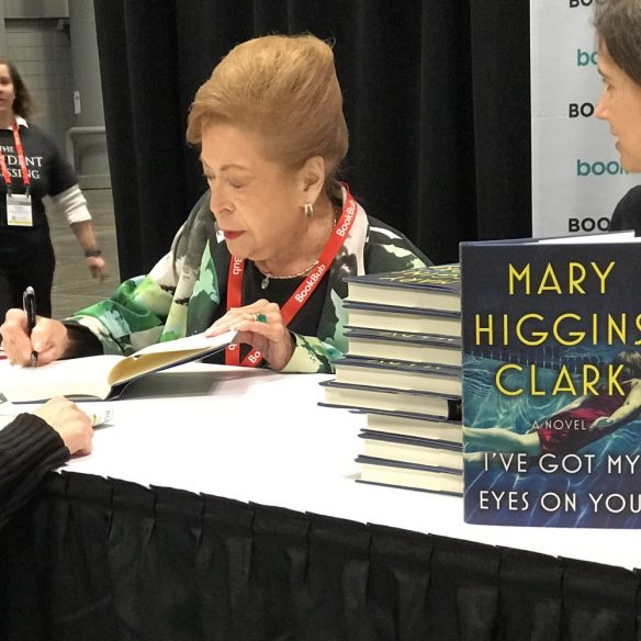 Mary Higgins Clark signing I've Got My Eyes on You